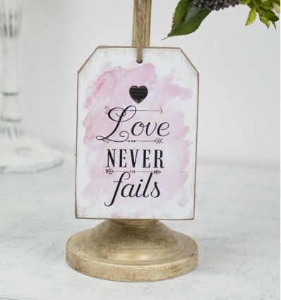 Plaque à suspendre Love Never Fails