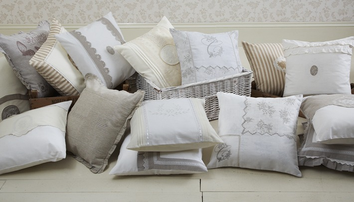 Coussins shabby chic avec monogramme for Housse de couette shabby chic