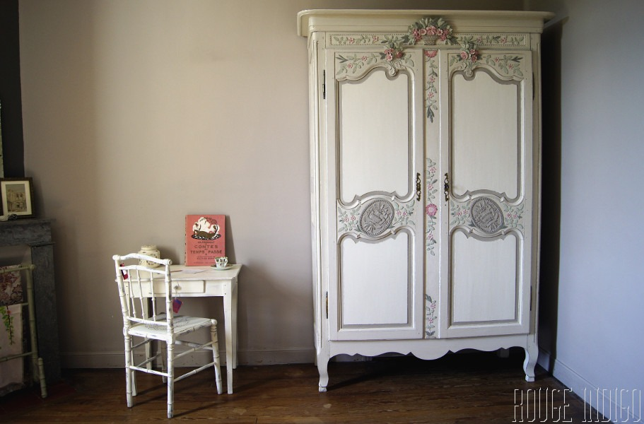 une armoire relook e campagne romantique. Black Bedroom Furniture Sets. Home Design Ideas